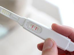 Молочница – как признак беременности до задержки и после задержки месячных