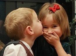 детский поцелуй в щеку